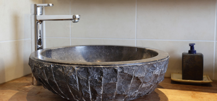 Opter pour une vasque en pierre