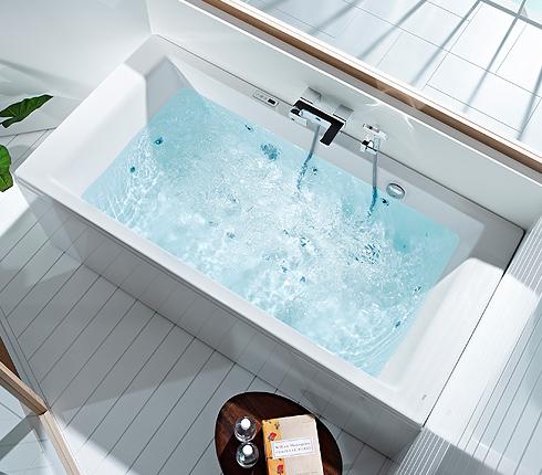 Baignoire relaxante in flow de roca d co salle de bains for Roca salle de bain