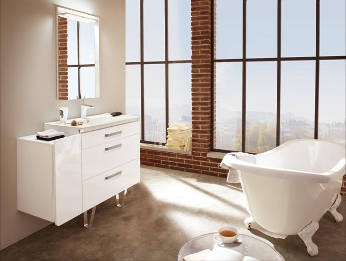 Ceram : une collection de meubles de salle de bains blancs compacts