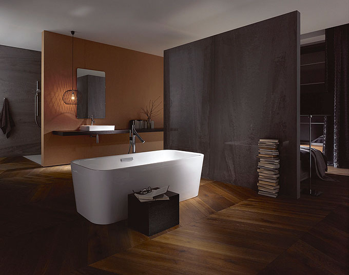 baignoire au milieu de la piece. Black Bedroom Furniture Sets. Home Design Ideas