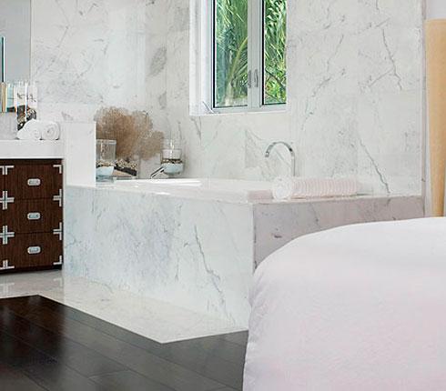 Salle de bains ouverte tendance incontournable d co for Salle de bain ouverte sur chambre