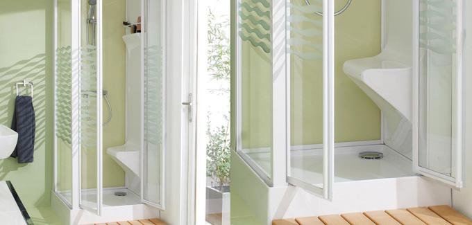4 mod les de douche qui vous permettent de gagner en espace et en confort d co salle de bains. Black Bedroom Furniture Sets. Home Design Ideas