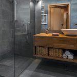7 idées pour intégrer le bois dans la salle de bains
