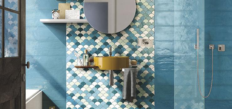 Une salle de bains bleue