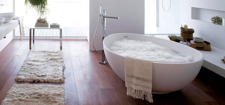 Les matières pour une salle de bains bohème
