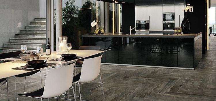 L'espace de cuisine s'ouvre sur un coin salle à manger agréable et pratique.
