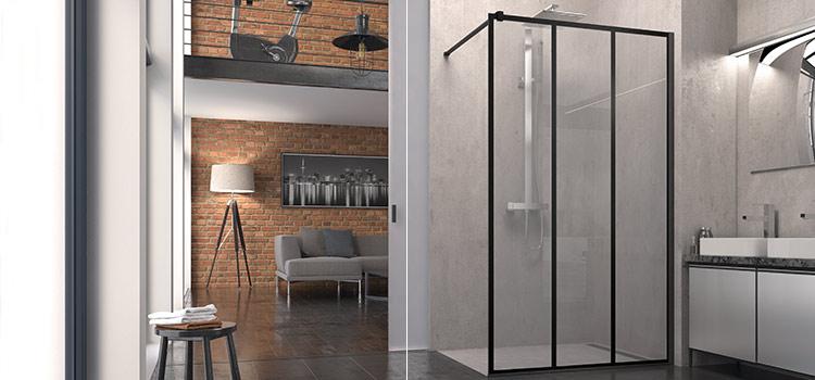 Grande douche à l'italienne au revêtement en béton ciré gris