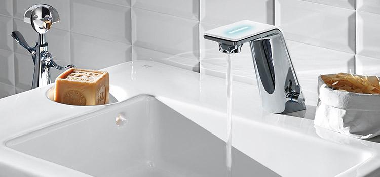 Vasque avec robinetterie ergonomique infrarouge idéale pour les enfants