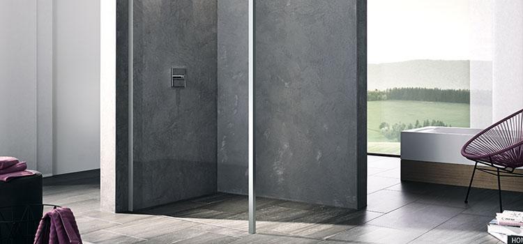 Douche à l'italienne design dans grande salle d'eau
