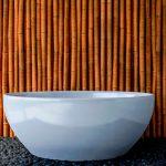 Une salle de bain zen avec le bambou