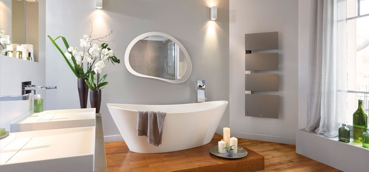 Sèche-serviette musical dans une salle de bain design
