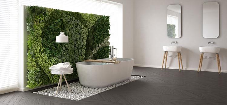 Mur végétal dans salle de bain contemporaine
