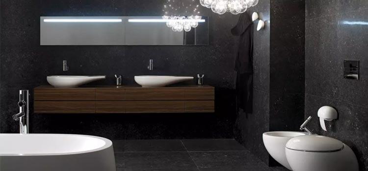 Salle de bain XXL avec carrelage noir et double vasque