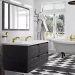 Une salle de bains luxueuse avec le style baroque