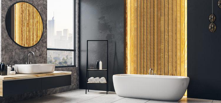 Salle de bains design avec baignoire hors sol et luminaire moderne