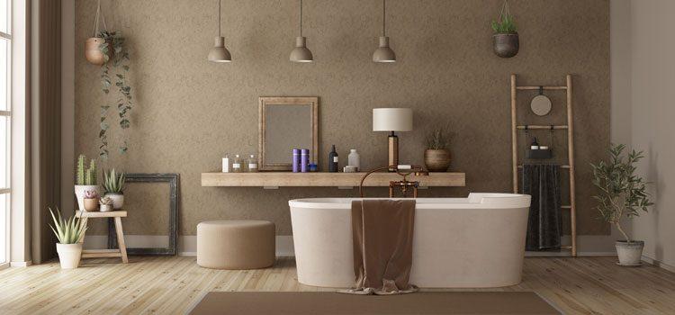 Carrelage imitation parquet dans une salle de bains chaleureuse