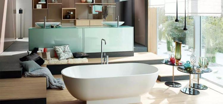Grande salle de bains avec baignoire îlot moderne