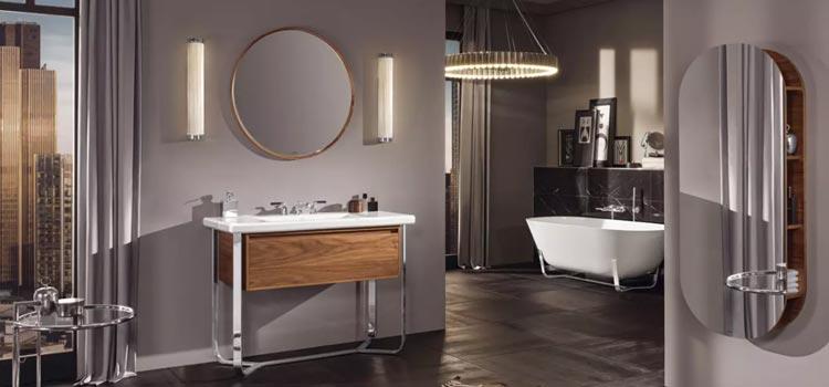 Belle grande salle d'eau design avec douche et baignoire