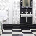 Craquez pour le carrelage damier dans la salle de bains !