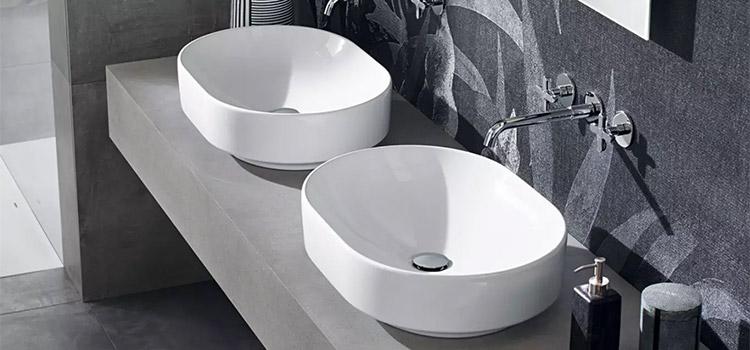 Double vasque dans salle d'eau grise