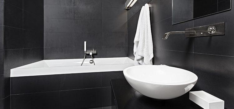 Salle de bains monochrome gris