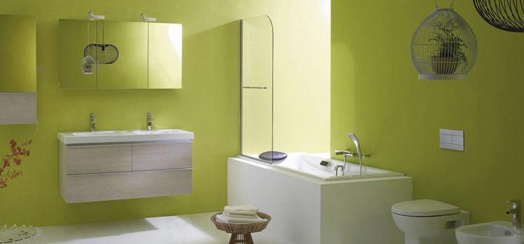 Salle de bains monochrome verte