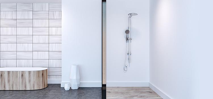Douche à l'italienne dans salle de bains