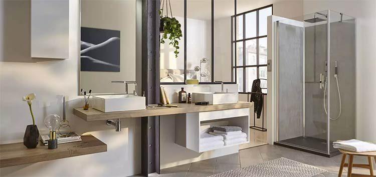 Double vasque design dans la salle de bains