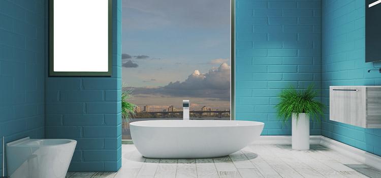 salle de bains avec carrelage bleu