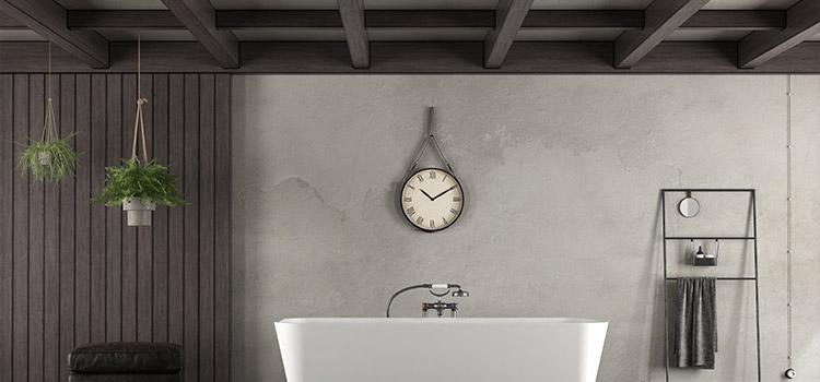 Lambris mural dans la salle de bains