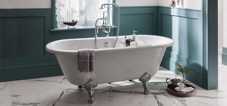 baignoire sur pattes de salle de bains