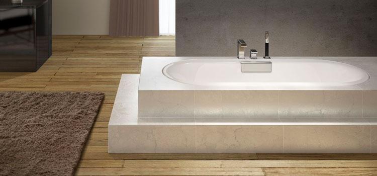 Salle de bains design proche du sol