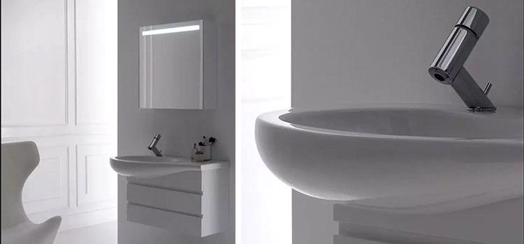 salle de bains tout en blanc