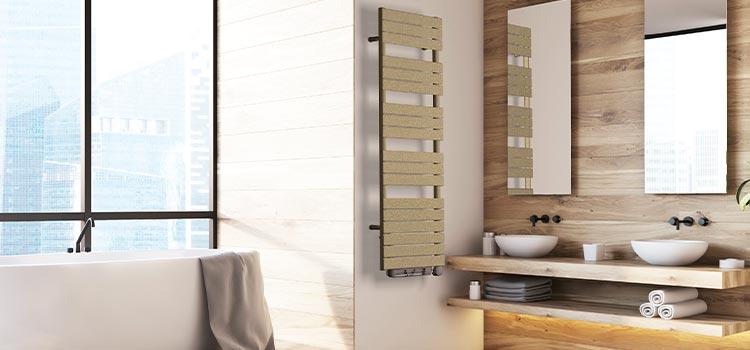 sèche-serviette verticale dans une salle de bains ambiance naturelle