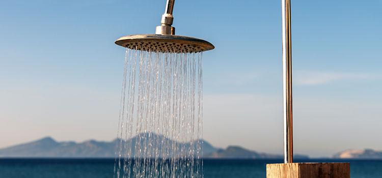 douche solaire en fonctionnement